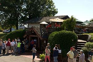 wd-weinkeller-patio-dining-oct-16